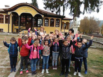 """Група """"Славейче"""" в Копривщица: в Класното училище, в Лютовата къща, в Къщата на хляба - ДГ №19 Света София, Лозенец"""
